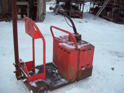 tracteur de manutention, chariot transporteur, chariot �l�vateur, Tracteur � batterie