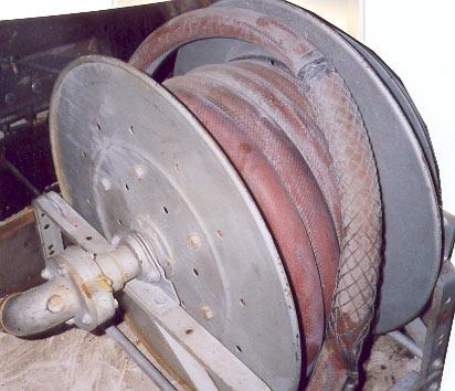 Bobineuses, électricité, air. boyaux à air, grassage, enrouleurs, enrouleuses de boyaux et fils électriques, boyaux avec bobineurs.